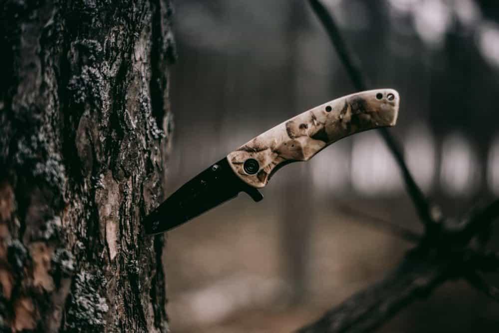 Messer im Baum
